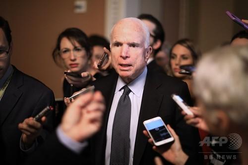 米共和党、オバマケア代替案の上院採決延期 手術のマケイン氏に配慮