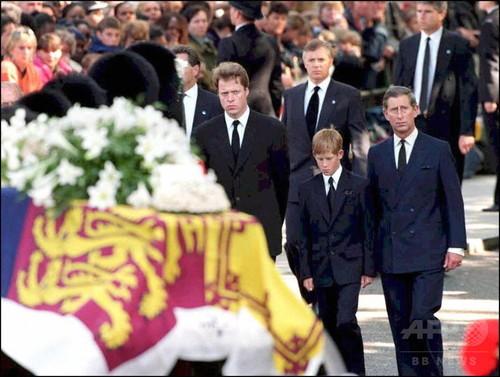 ヘンリー王子、ダイアナ元妃の葬儀での苦痛を告白