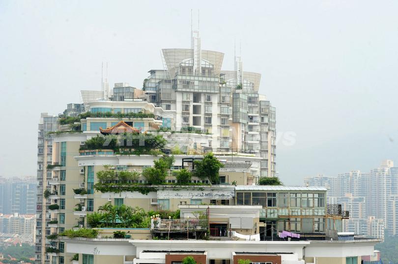 中国高層マンション屋上に「天空寺院」、また違法建築か