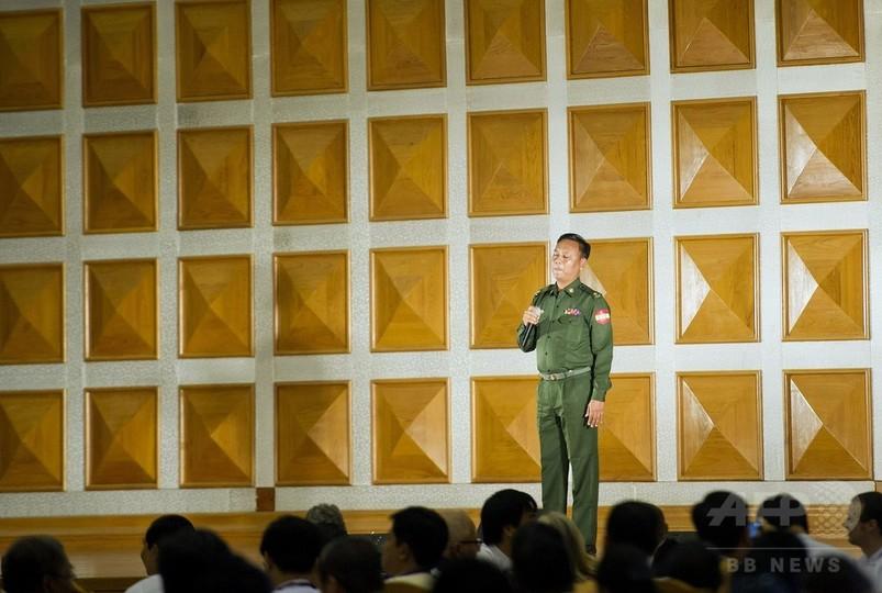 ミャンマー軍政議員、カラオケでお別れ