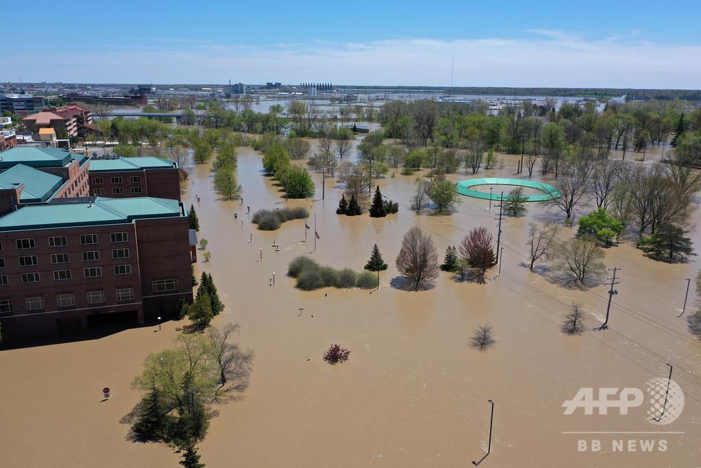 米ミシガンでダム2つ決壊 洪水で1万人超避難