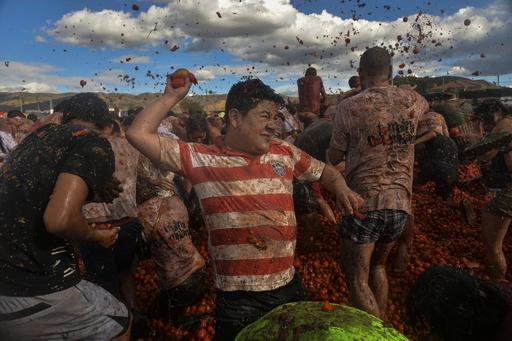 【特集】トマトまみれ、要塞炎上、少女はじっと春を待つ…世界の奇祭・伝統行事