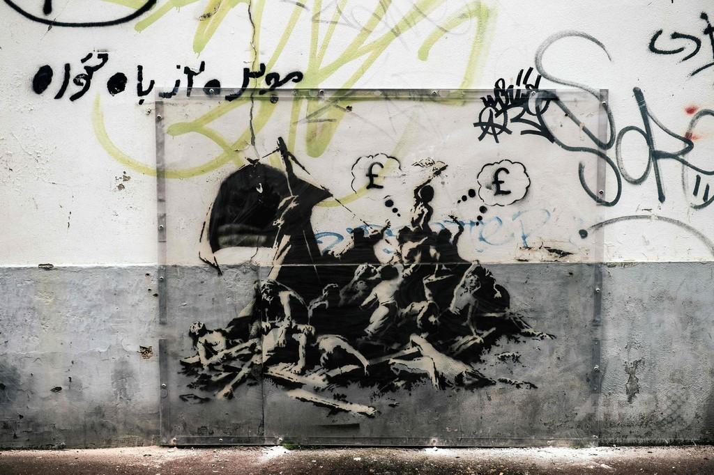 バンクシー氏の壁画、移民らの窮状を表現 仏カレー