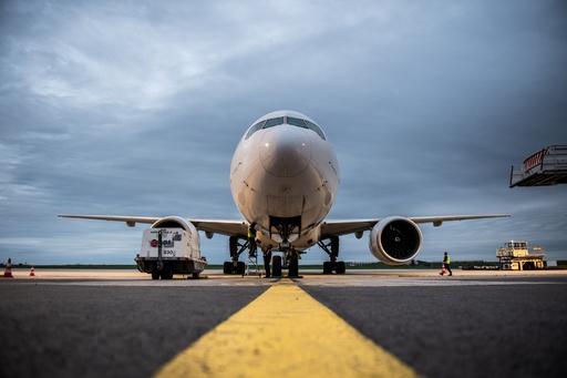パリ空港で仏旅客機下部から男児の遺体発見、アフリカから密航か