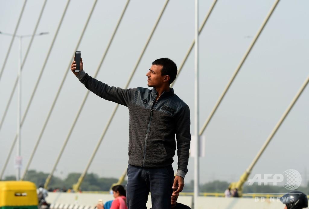 印シグネチャー橋開通、自撮りで混雑
