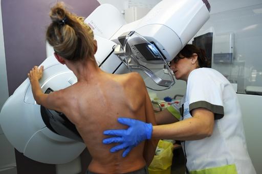 乳がん発症リスク、妊娠34週以降の出産で大幅に減少 研究