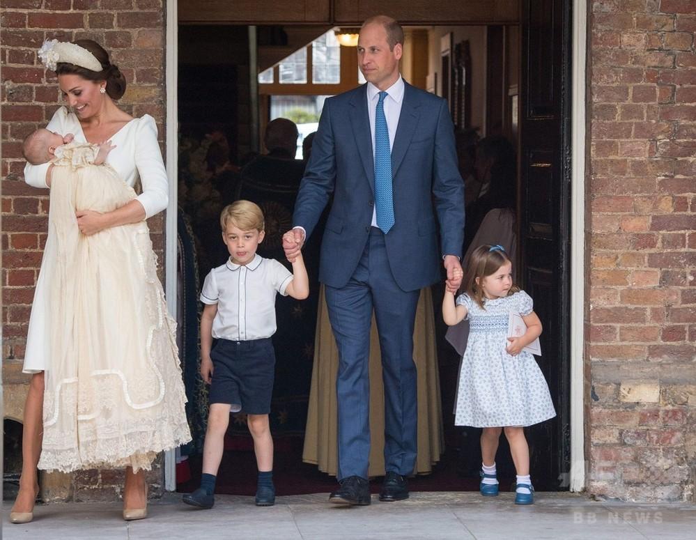 次男ルイ王子が洗礼式、「リラックスして安らか」 英ロンドン
