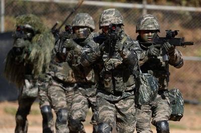 韓国海兵隊、北朝鮮との境界に近い延坪島で定期訓練