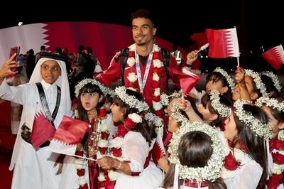 アジアカップ制覇のカタールが凱旋 首長、ファンから熱烈歓迎