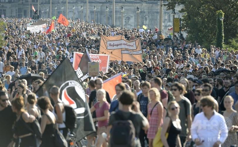 「難民を歓迎」、受け入れ反対に対抗デモ 独ドレスデン