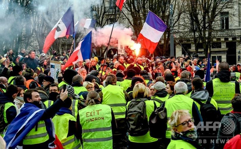 仏、無許可デモの参加者処罰へ 首相が新法への支持表明