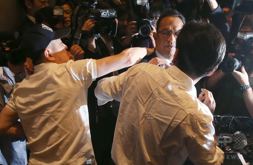 100人超死亡の消毒剤問題、謝罪した企業トップに平手打ち 韓国