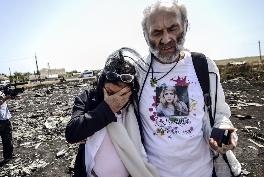マレーシア機墜落の遺族、初めて現場に 一人娘失った豪州の夫婦