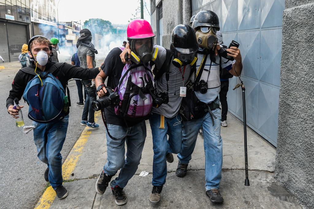 ベネズエラ、2017年に70のメディア閉鎖 記者への暴行も増加