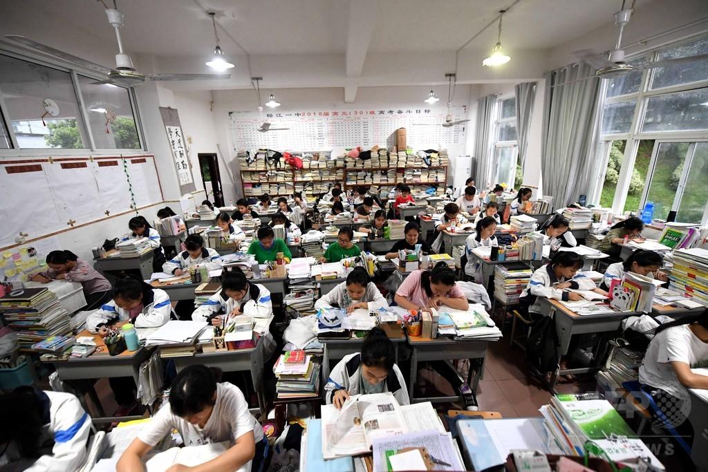 中国・大学受験本番へ 本の山に埋もれて最後の追い込み 写真5枚 国際 ...