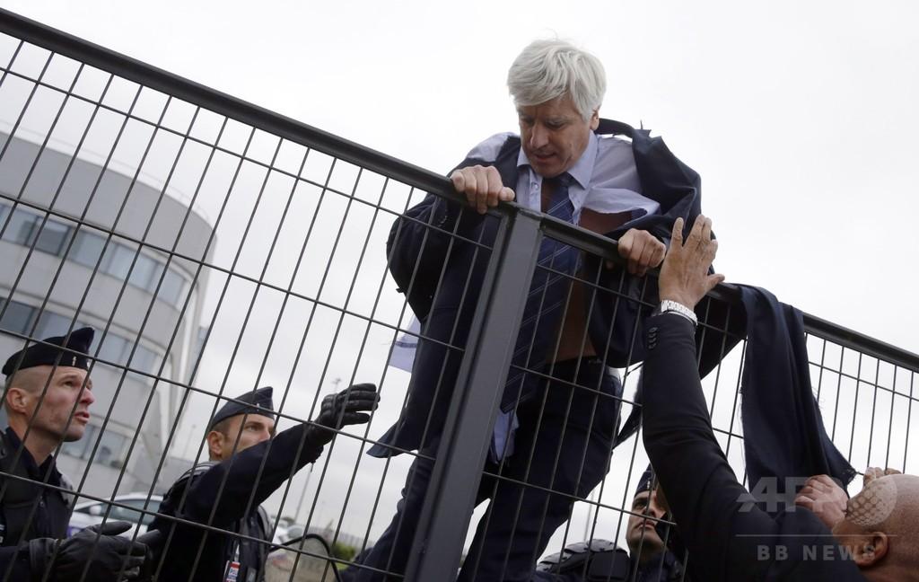 エールフランス従業員、幹部を「リンチ寸前」に リストラ案に反発