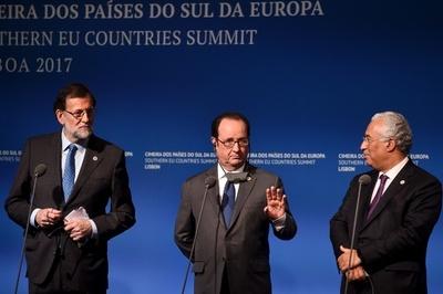 欧州はトランプ大統領に断固とした対応を、仏大統領が呼び掛け