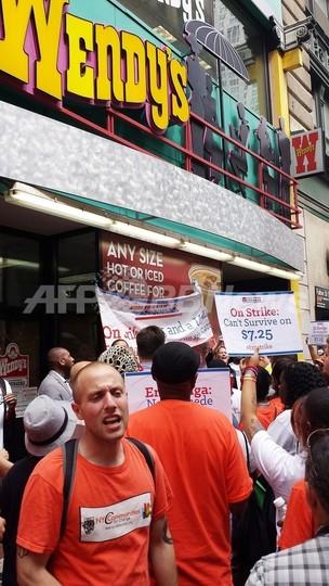 米ファストフード従業員が60都市でスト、賃上げを要求