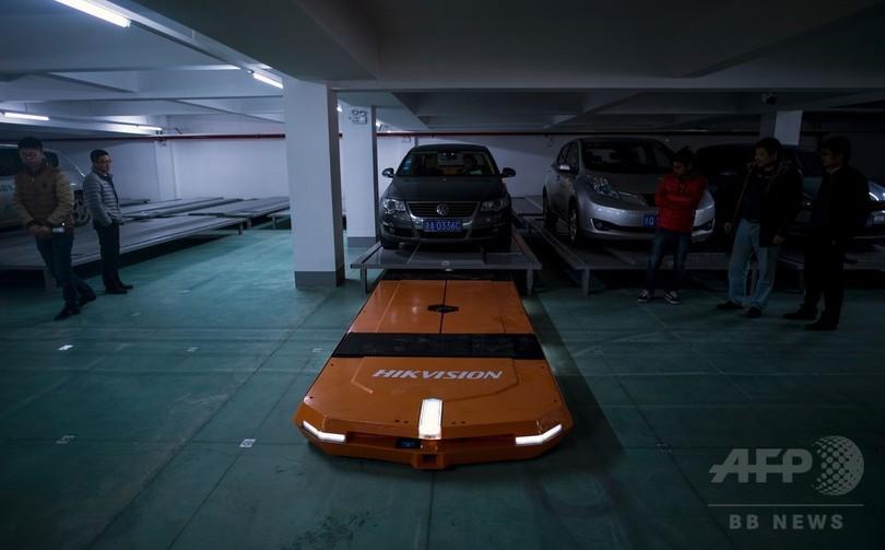 駐車も無人でスイスイ、ロボットに将来を託す中国