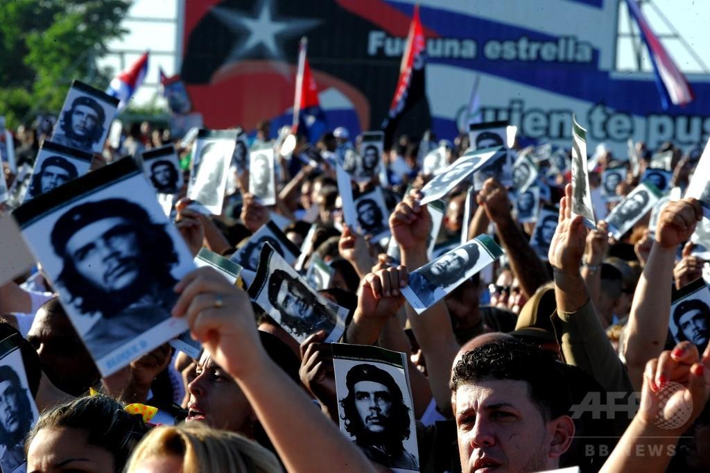 チェ・ゲバラ没後50年、記念式典で国民が英雄しのぶ キューバ
