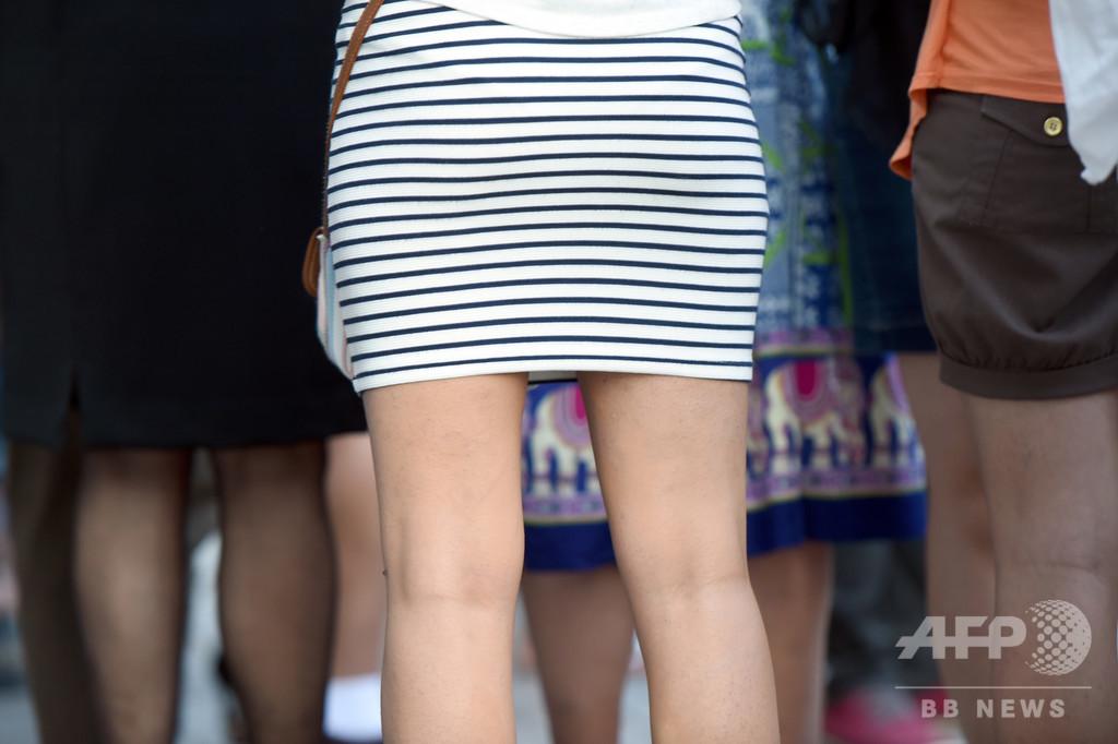 スカートで化粧して出社した日は特別手当支給、ロシア企業に非難