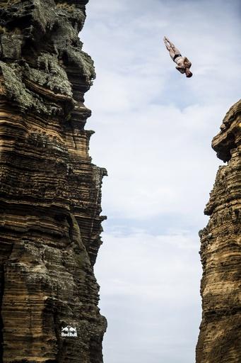 断崖絶壁から華麗なダイブ、アゾレス諸島で世界大会