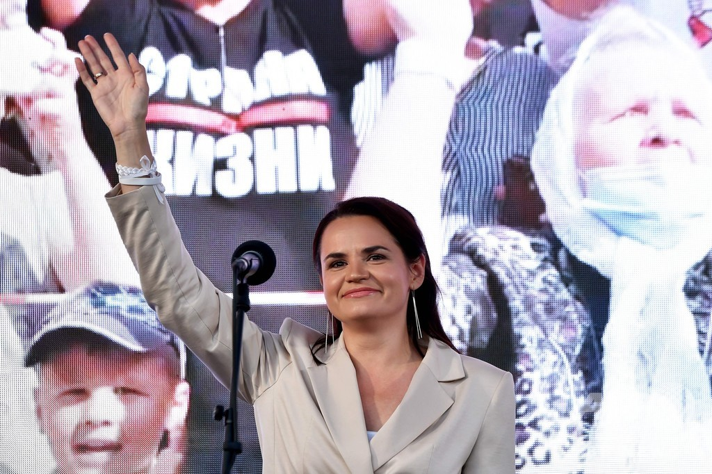 ベラルーシ大統領選、反体制ブロガーの妻が異例の大規模集会