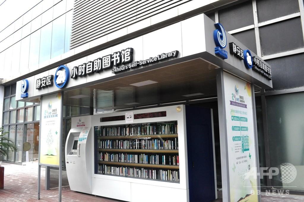 人気のない24時間営業のセルフ図書館、スマホ普及で利用率低下