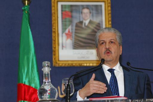 アルジェリア人質事件で首相が会見、「外国人37人死亡」