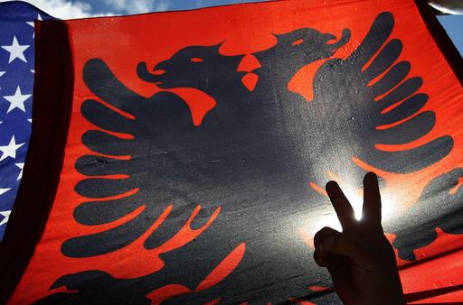 コソボ自治州が独立宣言、セルビアは承認せず