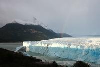 氷河のアーチの大崩落ショー、真夜中で誰も見られず アルゼンチン