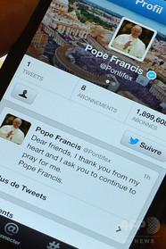 食事中の電話は「戦争の始まり」、ローマ法王が若者に警鐘鳴らす