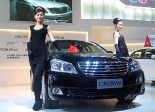 トヨタのクラウン、中国市場から撤退? 「デザイン古い」