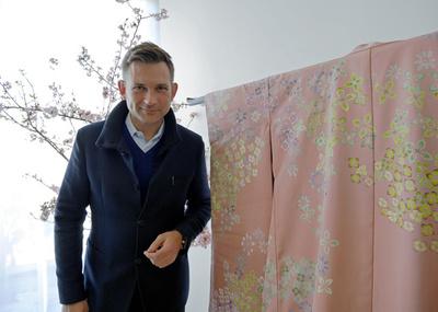 ニコライ・バーグマン、フラワーアーティストが彩る着物とは