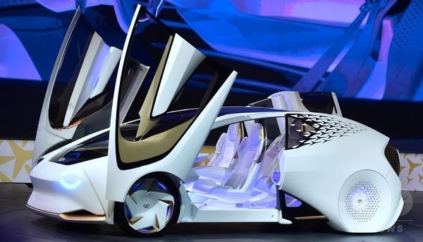 トヨタ、AI搭載の自動車「コンセプト・愛」を発表