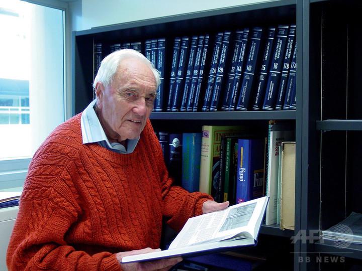 104歳豪科学者、自ら命絶つためスイスへ出発