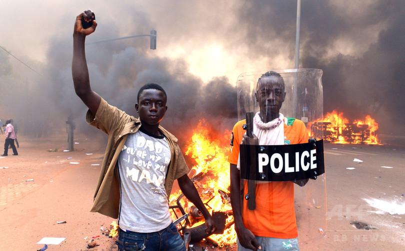 ブルキナファソ、反大統領デモで30人死亡 野党指導者