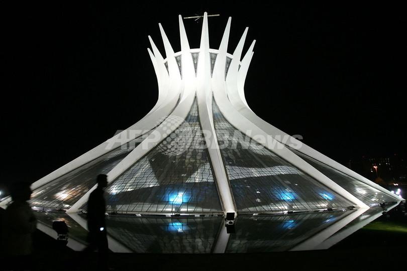 未来都市ブラジリア生みの親、建築家ニーマイヤー氏死去