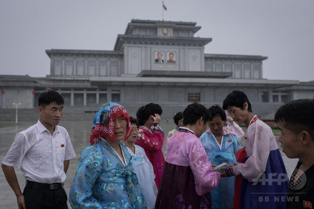 北朝鮮、雨の中の「戦勝記念日」