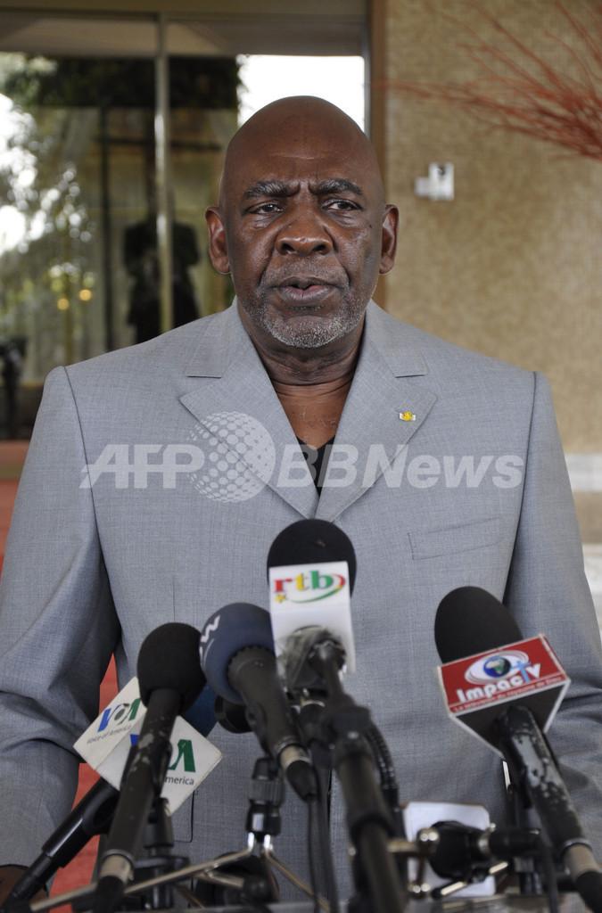 マリ暫定首相が辞任表明、軍兵士に拘束された後