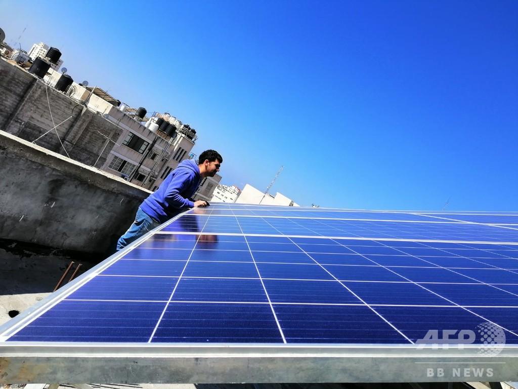 安価な太陽発電でガザに光もたらす パレスチナ女性起業家