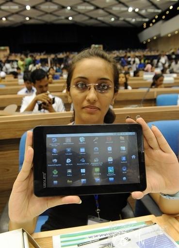 世界最安タブレットに注文殺到、2週間で140万台 インド