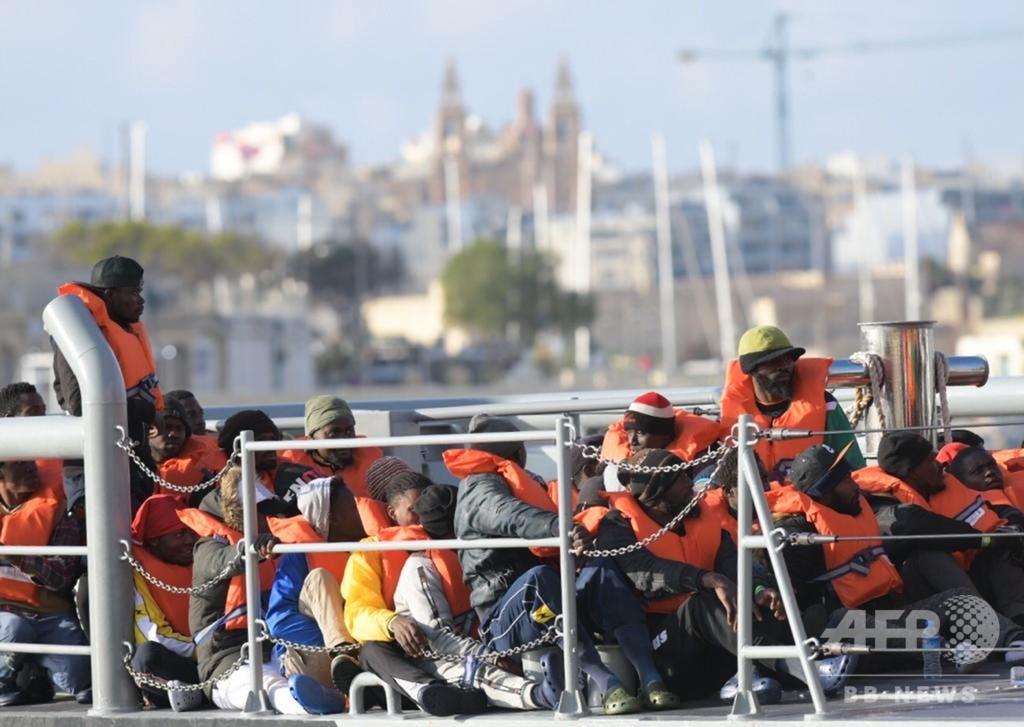 地中海で救助の移民、伊が受け入れ拒否 マルタに上陸 欧州4か国へ