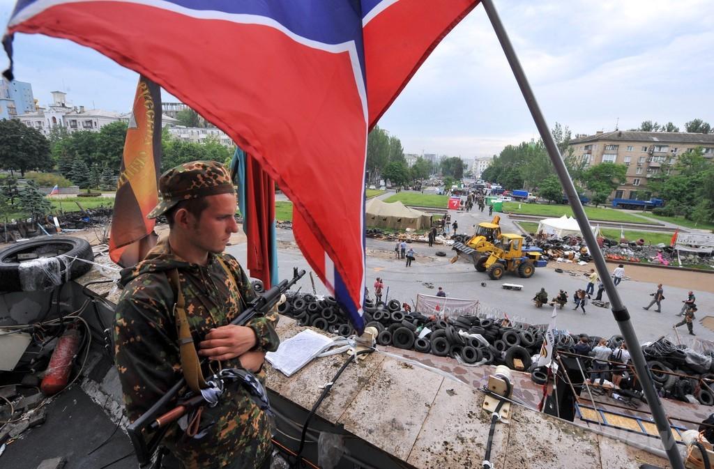 親露派がウクライナ軍のヘリを撃墜、将兵12人死亡