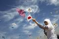 ガザの子どもたち、震災犠牲者追悼のたこ揚げ