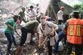 恐怖と涙の中で懸命の救助活動 メキシコ地震