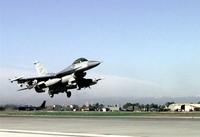 トルコのF16戦闘機が緊急発進、シリアのヘリが国境に接近