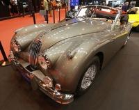 パリでクラシックカー見本市、フェラーリやポルシェなど名車ずらり