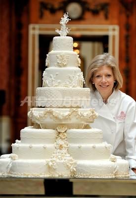 豪華で繊細、8段重ねのロイヤル・ウエディングケーキ