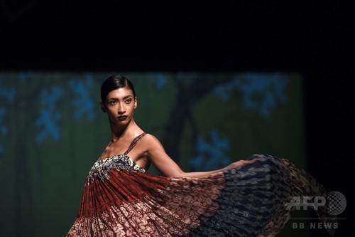 「アマゾン インド ファッション・ウィーク」、地元デザイナーら新作